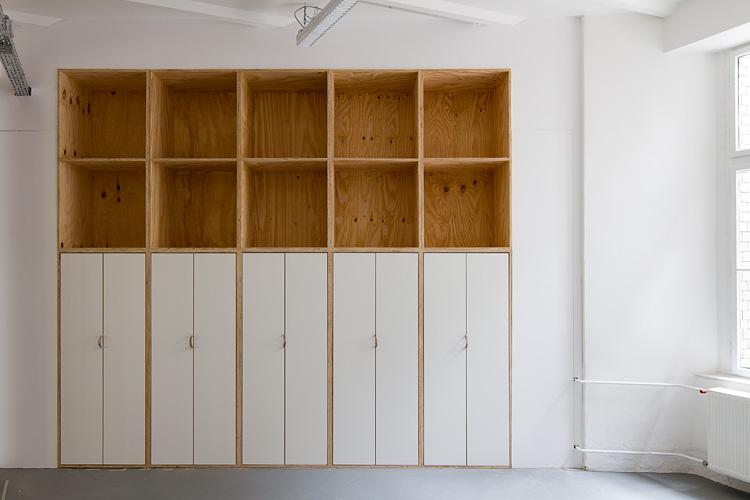 Büroausbau launchlabs   MUH   Schrankwand geschlossen