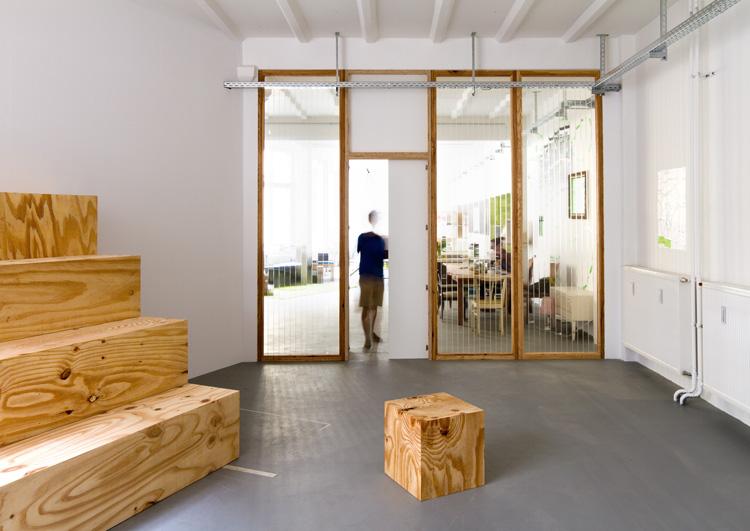 Büroausbau launchlabs   MUH   Präsentationsraum mit Tribüne