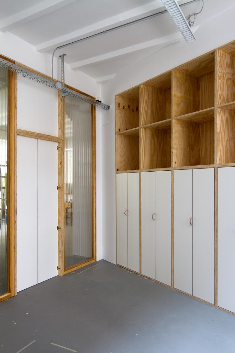 Büroausbau launchlabs   MUH   Büroraum mit Schrankwand